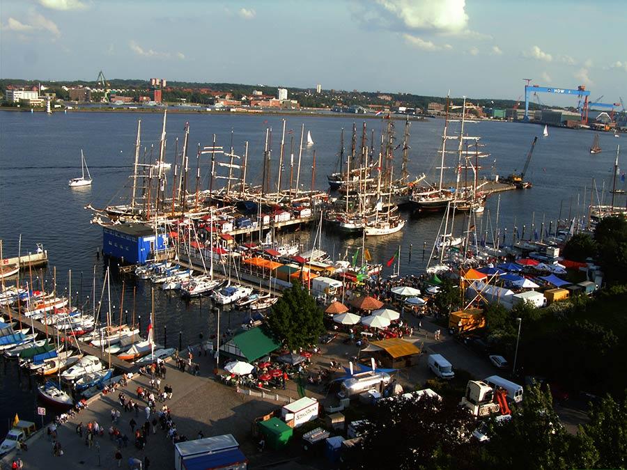 So mag man Urlaub in Kiel - Sailing City mit dem Der Blick auf die Kieler Förde macht Lust auf Urlaub