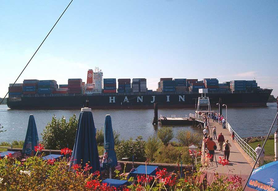 Schiffsbegrüßungsanlage Schulauer Fährhaus an der Unterelbe