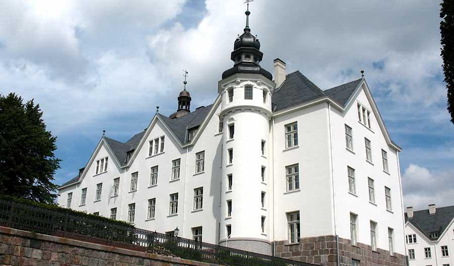 Urlaubsregionen in Schleswig-Holstein - Plöner Schloss am Plöner See in der Holsteinischen Schweiz - Urlaubsziel in Schleswig-Holstein